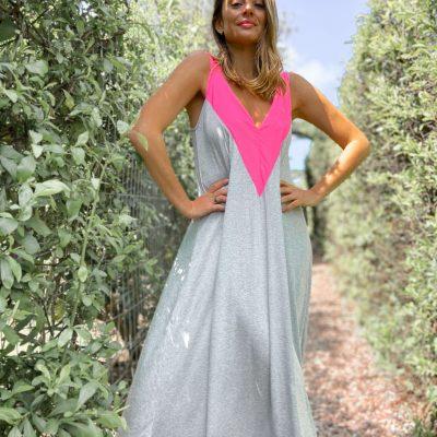 Vestido Brooklyn Gris con Escote Fucsia Fluo